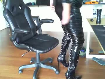[15-04-20] rubberkelly blowjob show from Chaturbate
