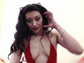 [23-05-20] amunet_ record video with toys