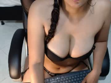 [05-07-20] jade_fires record video with dildo