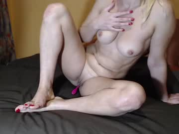[10-11-20] evelyne23 record private sex show