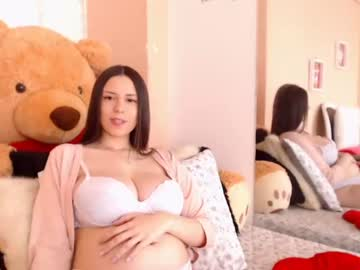 [03-03-20] kendra_saenz video with toys