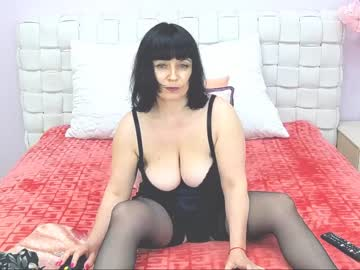 [27-06-20] annettebeauty record video with toys