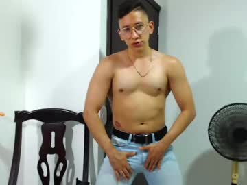 [26-04-21] jeffsexybody video with toys from Chaturbate.com
