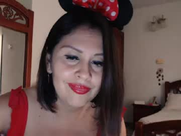 [23-04-20] karol_gil record video with toys