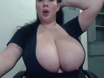 [14-03-21] hugge_tits record video with dildo