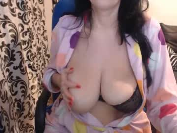 [21-04-20] bigboobs_hot_milf69 public show video from Chaturbate