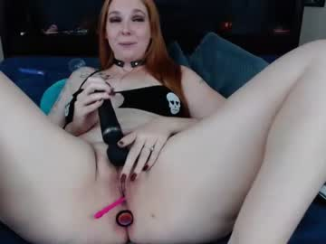 [26-10-20] littlered_bigbadwolf record video with dildo