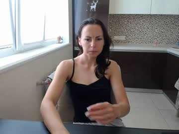 [04-07-20] katerinafere record video with toys
