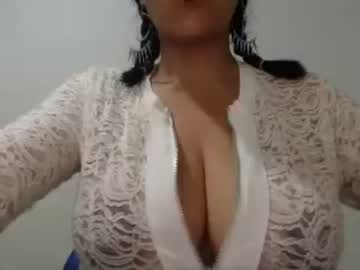 [25-02-20] sweetboobscamila record video with dildo