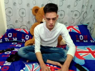 [03-07-20] matthew_hot21 video with toys