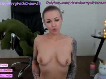 [09-11-20] strawberrywithcream18 record video with toys
