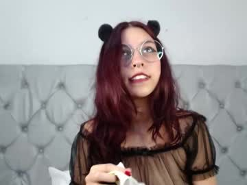 [01-08-21] salomeredhair record video with toys