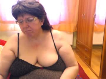 [03-05-21] hugetitsxxx public webcam from Chaturbate