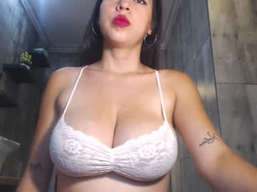 [12-02-20] kisha_summers record video with toys